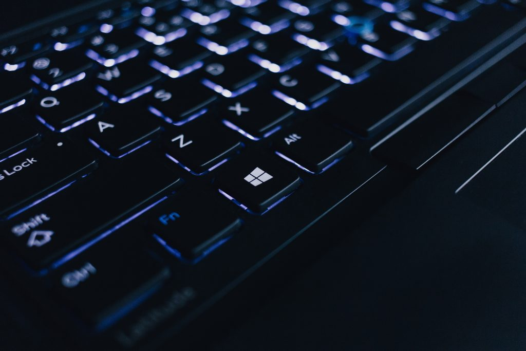dunkle beleuchtete laptoptastatur